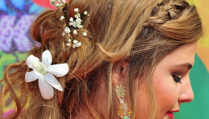Волосы — ценное украшение женщины