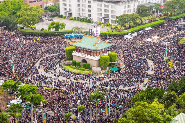 30 марта 500 000 демонстрантов в Тайбэе поддержали студенческое движение. Фото: Epoch Times
