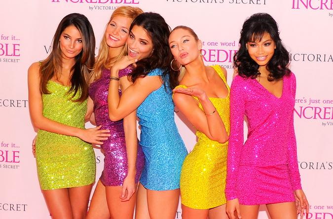 Главная тенденция весенне-летней моды — женственность. Фото:  Andrew H. Walker/Getty Images