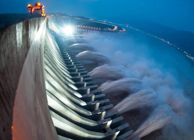 30 марта 2014 года у плотины «Три ущелья» на реке Янцзы произошли два землетрясения, которые, как говорят эксперты, были вызваны избыточным давлением воды. Фото: AFP/Getty Images