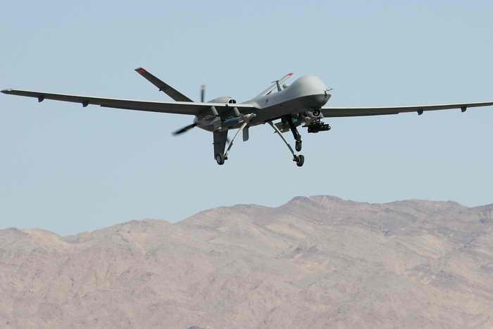 Беспилотный летательный аппарат в небе. Фото: Ethan Miller/Getty Images