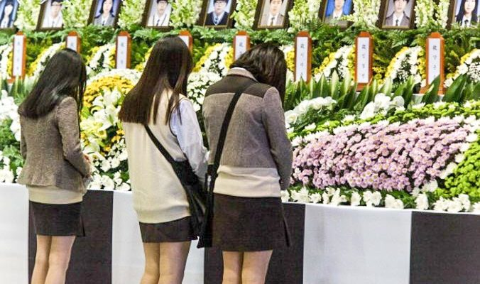 Премьер Южной Кореи ушёл в отставку из-за крушения парома