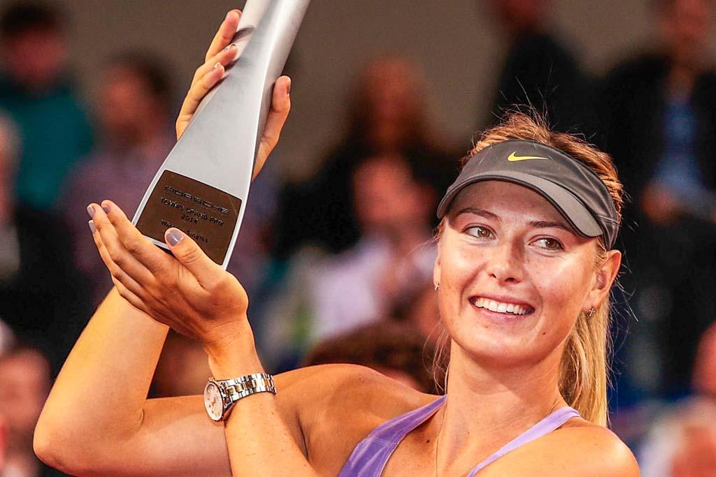 Мария Шарапова выиграла главный трофей теннисного турнира в немецком Штутгарте 27 апреля 2014 года. Фото: Adam Pretty/Bongarts/Getty Images