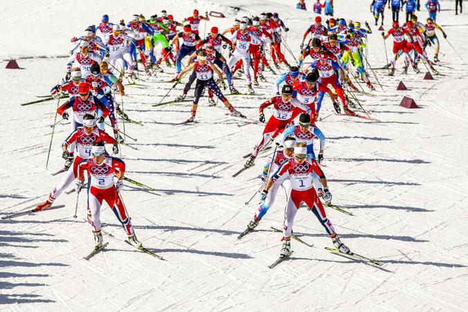 Женские гонки по лыжному бегу на Олимпийских играх в Сочи 22 февраля 2014 года. Фото: Al Bello/Getty Images