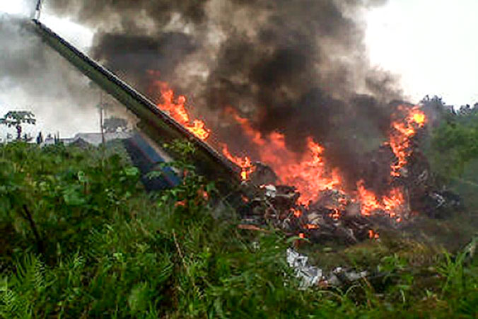 Крушение легкомоторного самолёта. Фото: STR/AFP/Getty Images