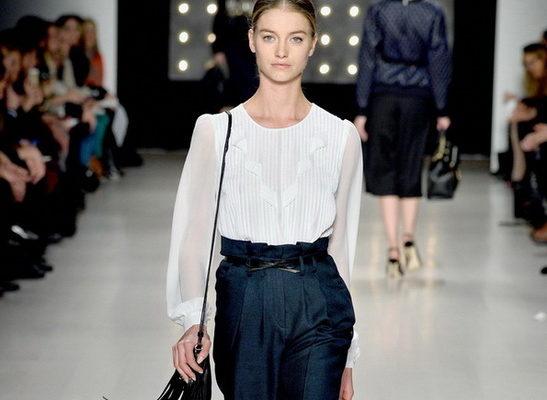 Женская блузка: подбираем по фигуре