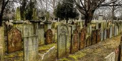 Почему могилы обращены на восток?