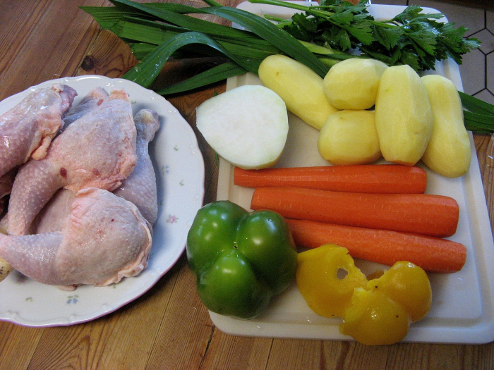 Тушеная курица с оливками и каперсами
