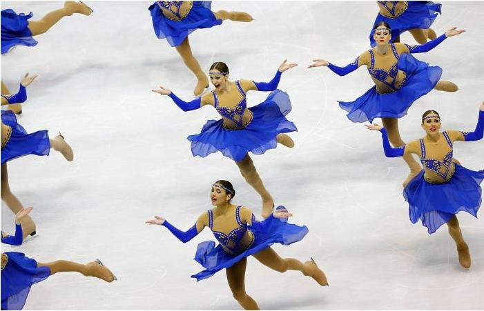Выступление команды по синхронному катанию на Чемпионате мира в Бостоне. Фото: Jared Wickerham/Getty Images