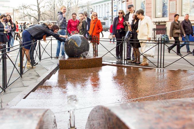 Исполняющий желания фонтан «Шар». Фото: Олег Луценко/Великая Эпоха