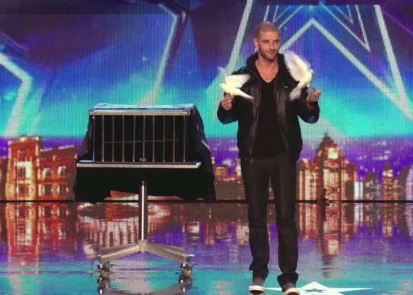 Иллюзионист Дарси Оак  на шоу «Британия ищет таланты». Скриншот с видео