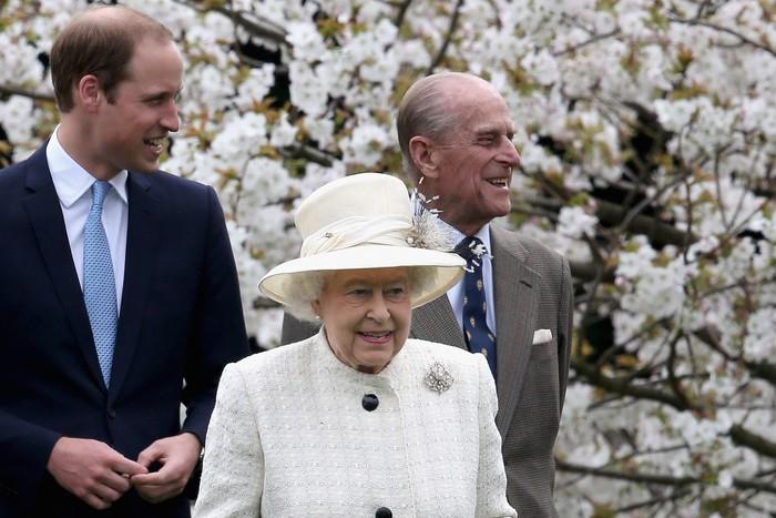 Принц Уильям, герцог Кембриджский, принц Филипп, герцог Эдинбургский и королева Елизавета II,  Видзор, 31 марта, 2014 год. Фото: Chris Jackson/Getty Images
