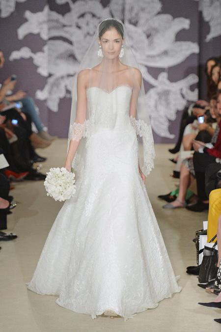 Новую коллекцию свадебных платьев Carolina Herrera представили в Нью-Йорке 11 апреля 2014 года. Фото: Mike Coppola/Getty Images