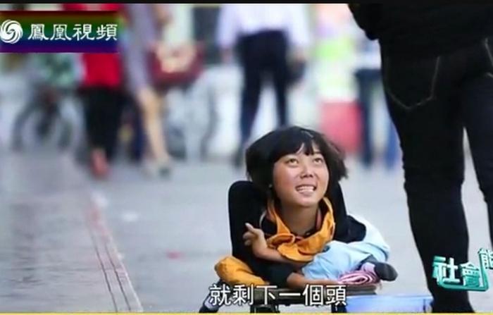 В Китае зверски калечат детей и заставляют заниматься попрошайничеством. Кадр с программы телеканала Phoenix TV