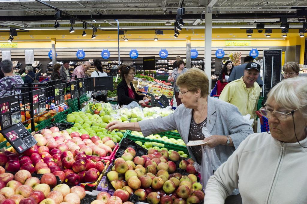 Россия обогнала Европу по стоимости продуктов в 40 раз. Фото: FRED DUFOUR/AFP/Getty Images