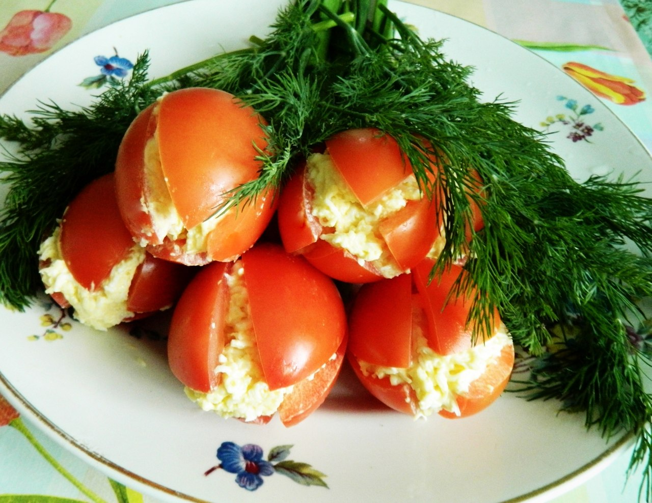 салат, рецепт, весенний салат, салат Тюльпаны, закуска из помидоров, закуска с помидорами