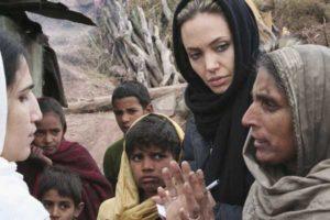 Анджелина Джоли с миротворческой миссией в Пакестане.Фото: J. Redden /Getty Images