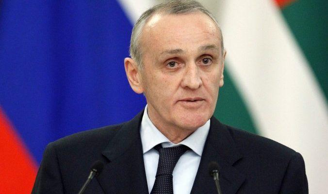 Работа Абхазского телевидения заблокирована оппозицией