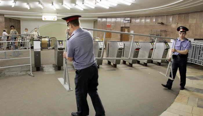 Дежурящим в метро сотрудникам полиции выдадут электрошокеры