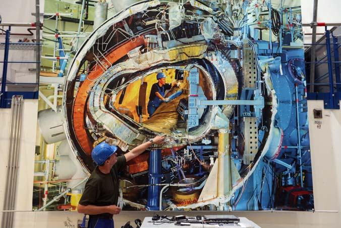 Презентация строительства реактора Wendelstein в Институте внеземной физики имени Макса Планка в Грайфсвальде (Германия) 29 октября 2013 года. Фото: Sean Gallup/Getty Images