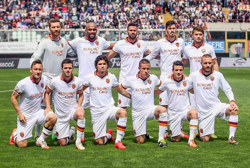 Игроки «Ромы» перед матчем с «Катанией» 4 мая 2014 года. Фото: Maurizio Lagana/Getty Images