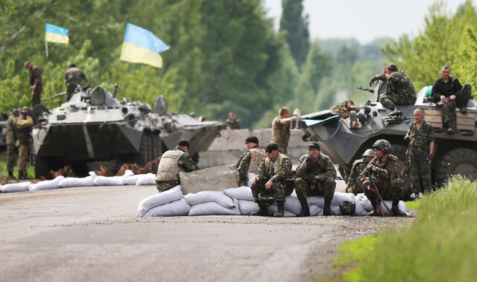 Украинские военные и ополченцы договорились о прекращении огня и отводе техники
