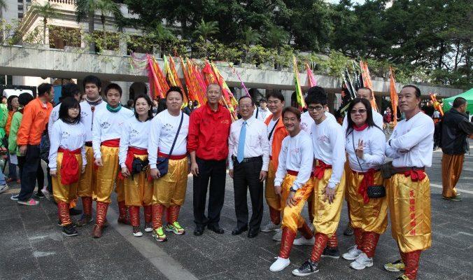 Танцы льва в поддержку коммунистического режима в Гонконге