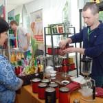 Угощение посетителей фестиваля настоящим китайским чаем. Фото: Юлия Цигун/Великая Эпоха