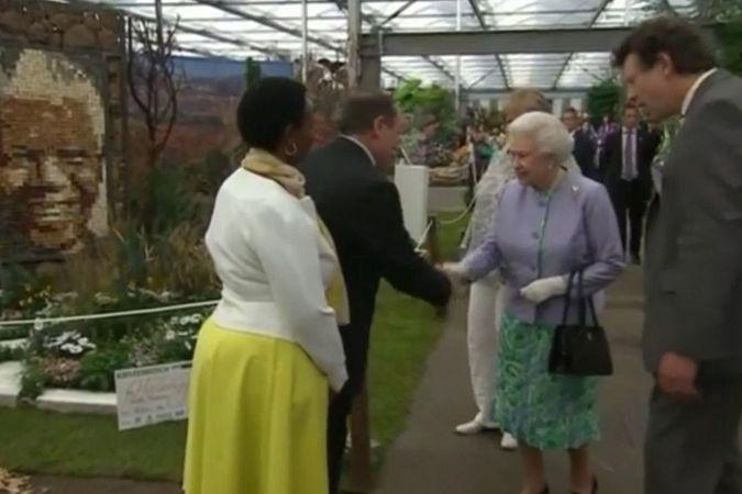 Елизавета II, цветочное шоу