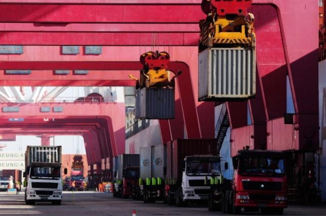 Как и многие производственные объекты в Китае, портовый город Вэньчжоу также сильно зависит от экспорта. Фото: China Foto Press/Getty Images