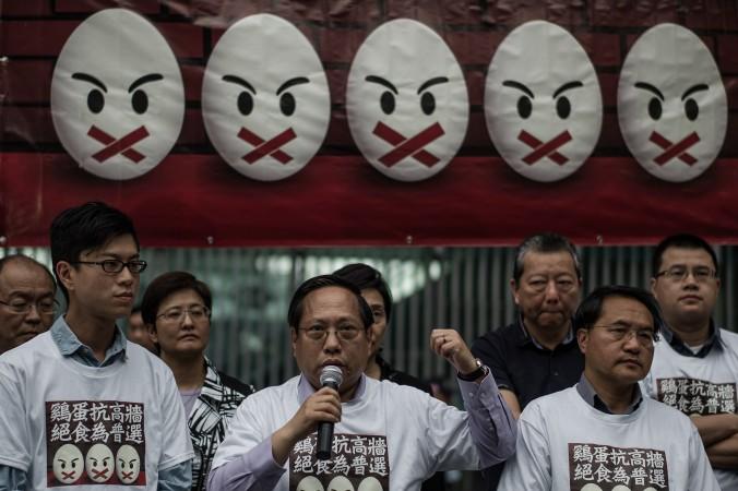 Протестующие 28 марта 2014 года говорят о готовности объявить голодовку. Они призывают к «истинному» всеобщему избирательному праву в Гонконге. Фото: Philippe Lopez/AFP/Getty Images