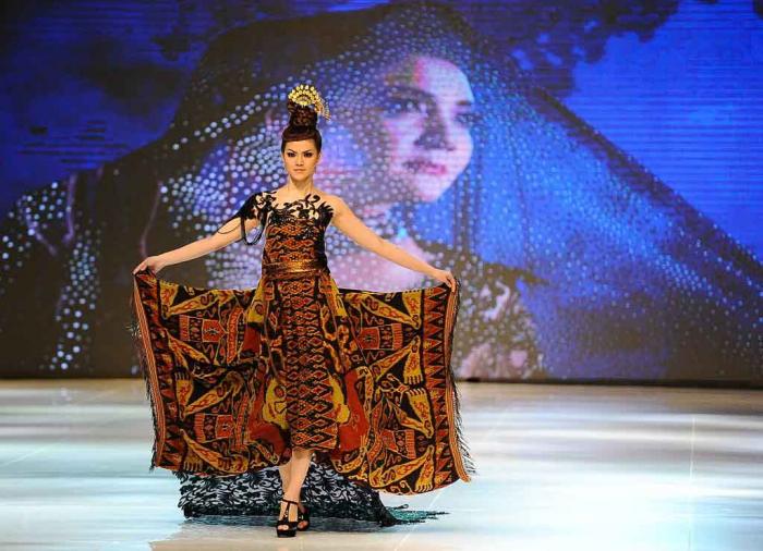 Индонезийскую моду представили в Сурабае