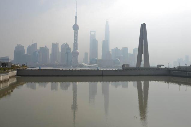 В Китае 40% рек и 80% всех пресноводных озер сильно загрязнены из-за быстрого промышленного роста. Фото: Peter Parks/AFP/Getty Images  Метки: экология, Китай, вода