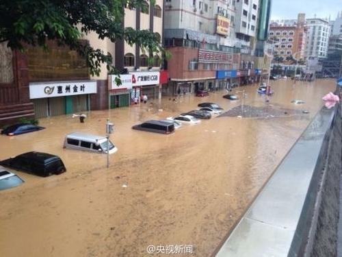 Ливни затопили китайский город