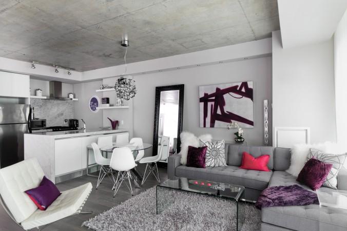 Заново продумайте пространство своего дома и переставьте мебель, чтобы придать ему  новый вид. Фото: Stephani Buchman