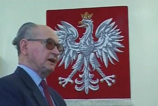 Войцех Ярузельский, Польша, Солидарность, военное положение, Лех Валенса
