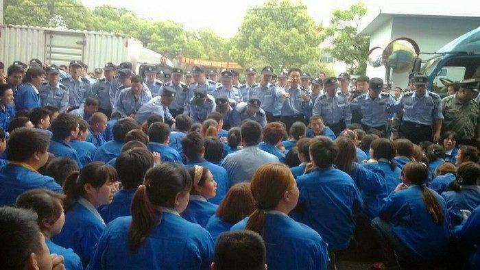 В Шанхае несколько дней бастуют сотни рабочих