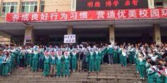 В Китае протестуют тысячи школьников и учителей