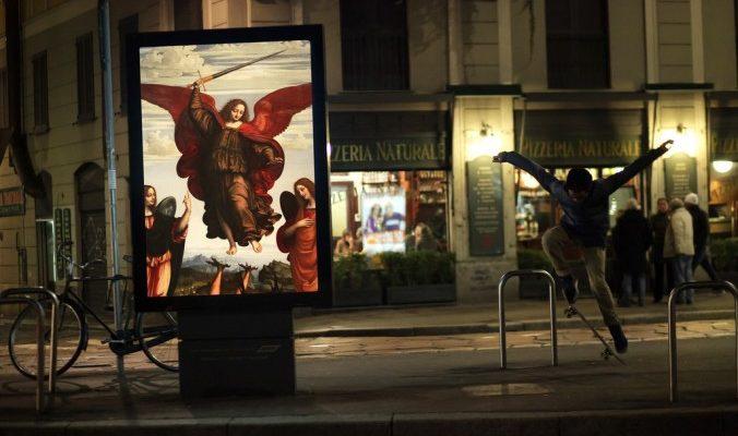Классическое искусство на улицах Парижа