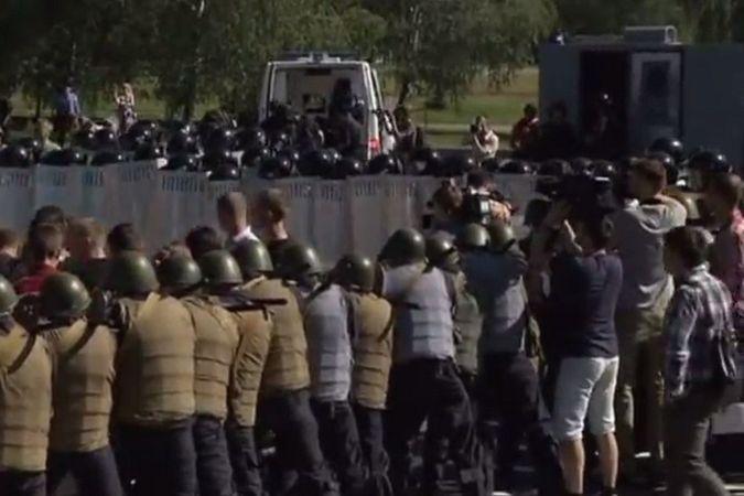 Украинские курсаны потренировались рассеивать протестующих