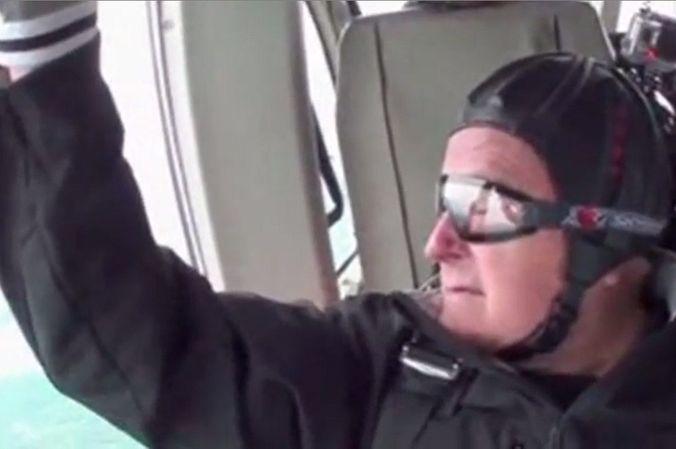 Экс-президент США Джордж Буш отметил 90-летие прыжком с парашютом