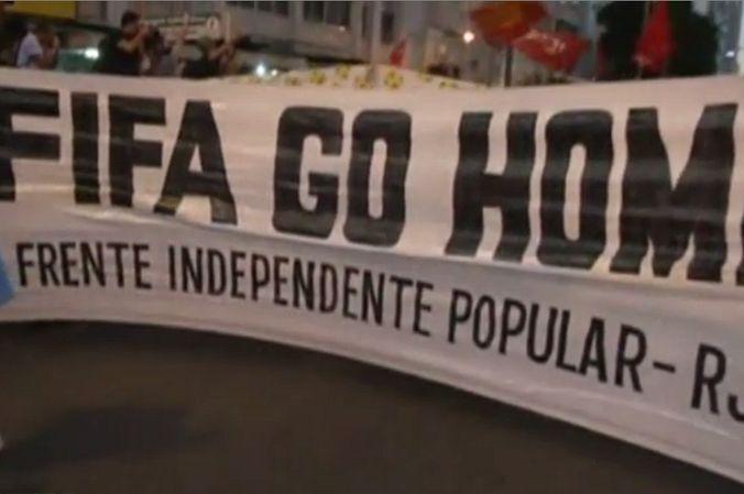 Полиция применила слезоточивый газ против протестующих в Рио-де-Жанейро