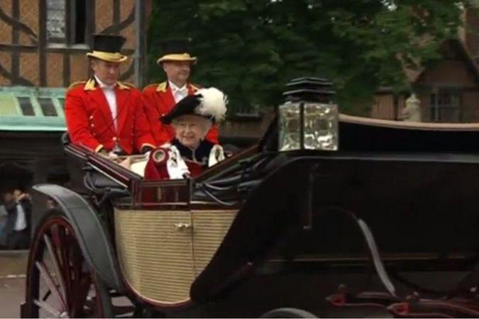 Королева Елизавета вручила Орден Подвязки бывшим главам Банка Англии и МИ-5