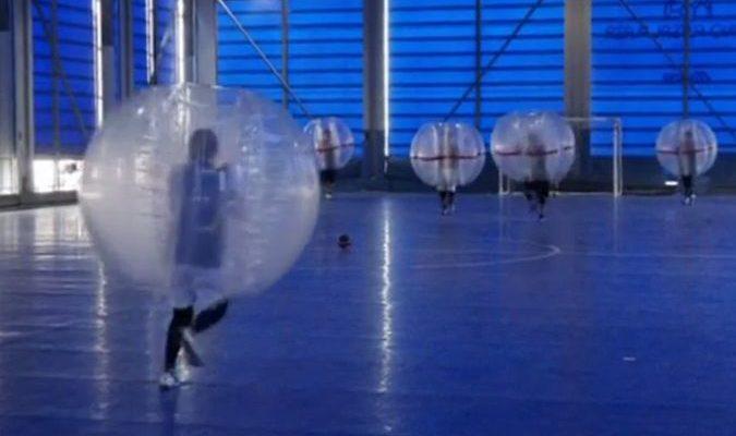 В Японии прошёл чемпионат по футболу в надувных пузырях (видео)