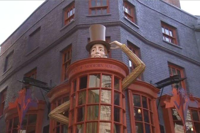 В тематическом парке студии Universal в Орландо открылась новая зона вселенной Гарри Поттера. Скриншот видео