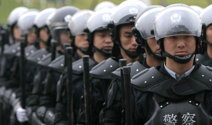 Китайский режим запугал граждан мерами безопасности
