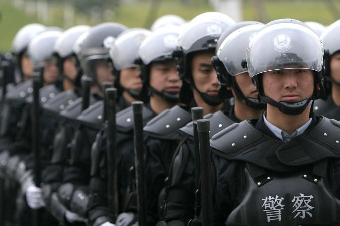 Спецназ в Чэнду, Китай, 2005 год. За последние шесть месяцев китайский режим усилил свои силы безопасности, чтобы бороться с внутренними беспорядками. Фото: China Photos/Getty Images