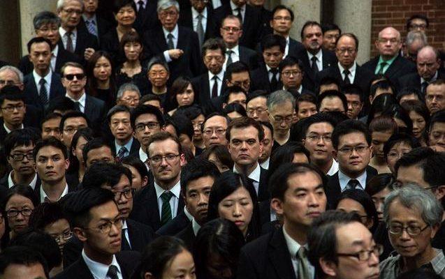 1800 юристов Гонконга в чёрном выразили молчаливый протест «белой книге»