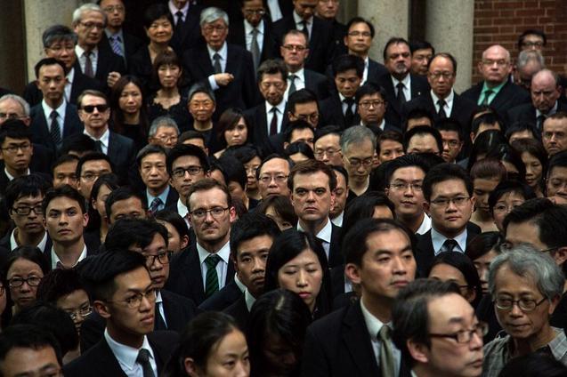 1800 юристов, одетые в чёрное, молча шествовали по Гонконгу в пятницу, 27 июня. Фото: Lam Yik Fei/Getty Images