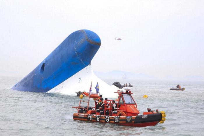 "Перевернувшийся паром ""Севоль"". Южная Корея. Фото: Park Young-Chul-Donga Daily via Getty Images"